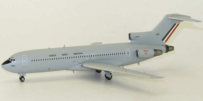 Avión de la fuerza aérea mexicana a escala